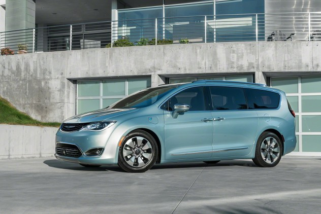 2017-Chrysler-Pacifica-Hybrid-01